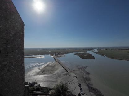 Blick auf die neue Brücke und die Flussmündung