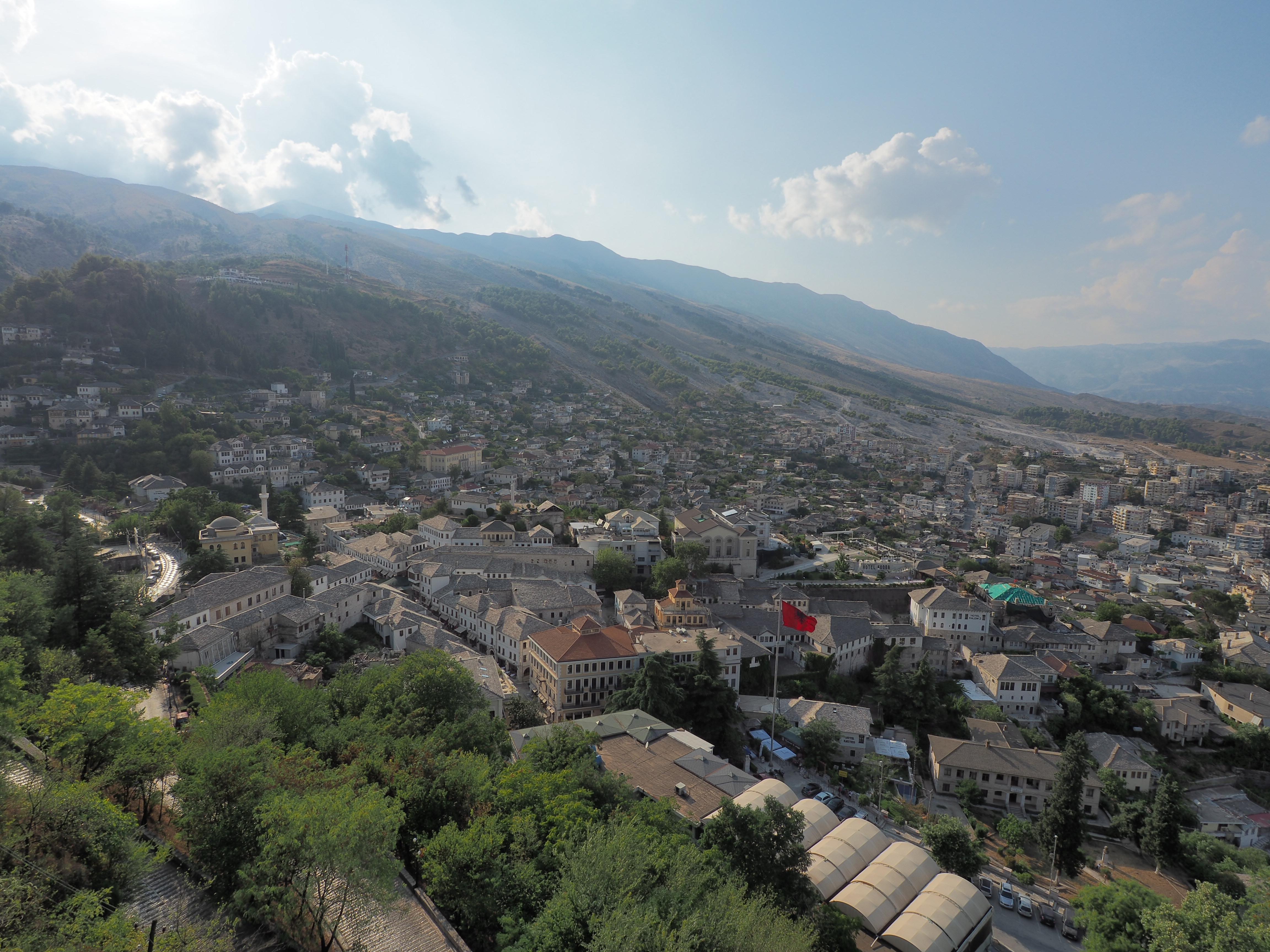 Gjirokaster – Von Spionageflugzeugen und einer verwinkelten Altstadt